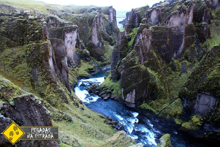 Cânion Fjaðrárgljúfur, Islândia. Foto: CFR / Blog Pegadas na Estrada