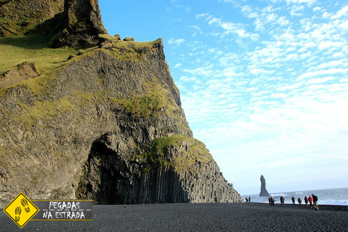 Praia de areia preta próxima à cidade de Viki, Islândia. Foto: CFR / Blog Pegadas na Estrada