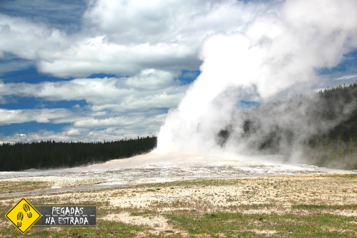 Old Fairthful Geyser, Yellowstone. Foto: CFR / Blog Pegadas na Estrada