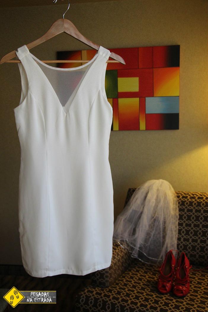 Vestido, sapato e acessórios para o casamento em Las Vegas. Foto: CFR / Blog Pegadas na Estrada