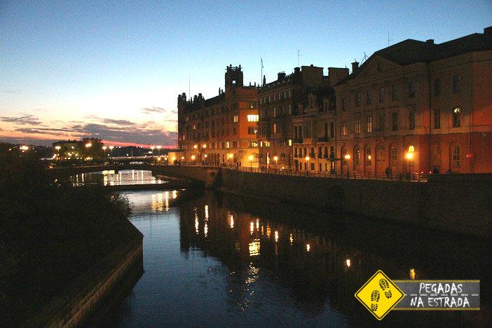 Canais de Estocolmo por onde passam os barcos. Foto: CFR / Blog Pegadas na Estrada