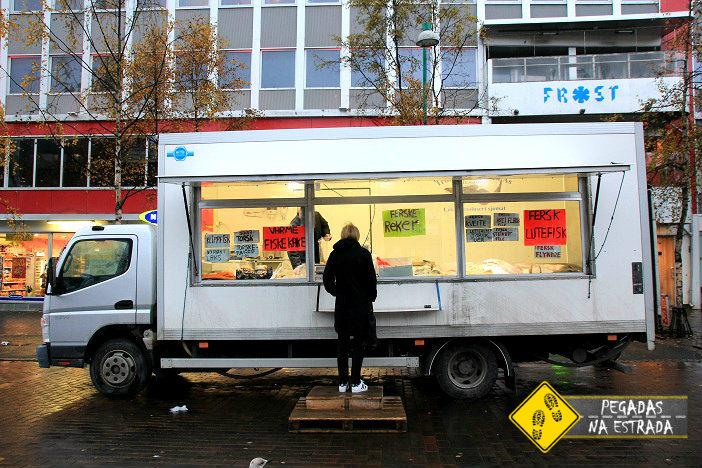 Food Truck de peixes em Tromso. Foto: CFR / Blog Pegadas na Estrada