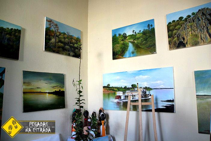Exposição de quadros na Casa da Memória. Foto: CFR / Blog Pegadas na Estrada