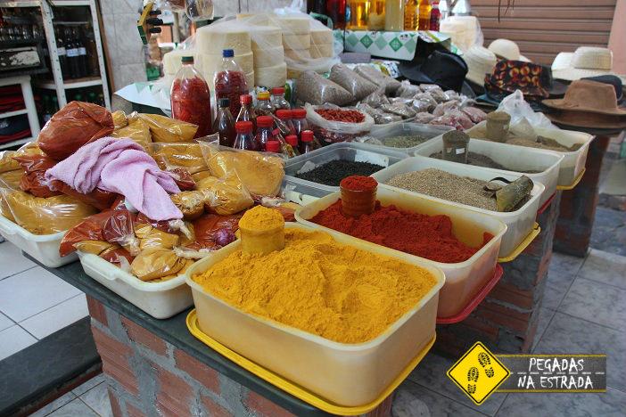 Temperos à venda no Mercado Municipal de Januária. Foto: CFR / Blog Pegadas na Estrada