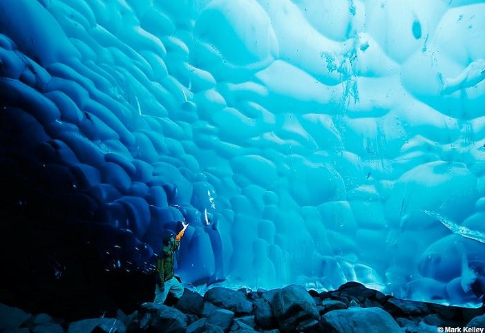 Ice Cave em Mendenhall Glacier. Foto: www.markkelley.com