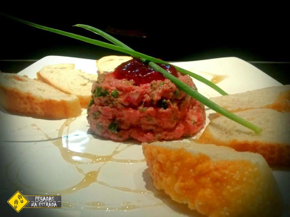 Steak Tartare. Foto: CFR / Blog Pegadas na Estrada