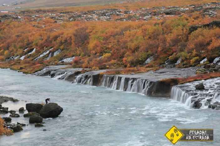 Cachoeiras Barnafoss e Hraunfossar Outono