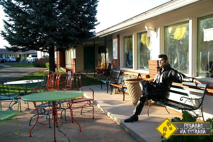 Área externa do café da manhã do Hotel Retro Inn, Cortez. Foto: CFR / Blog Pegadas na Estrada
