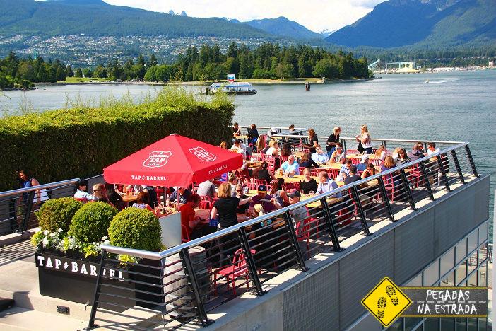 Bar no Canada Place. Foto: CFR / Blog Pegadas na Estrada