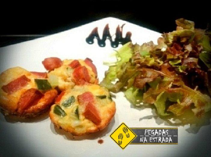 Omelete com salada de folhas. Foto: CFR / Blog Pegadas na Estrada