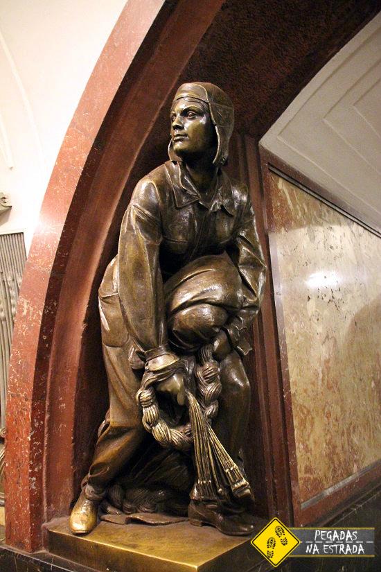 Como sobreviver ao metrô de Moscou