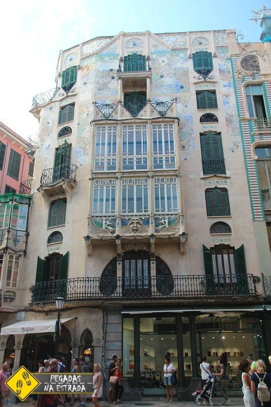 Prédio modernista no centro histórico Mallorca