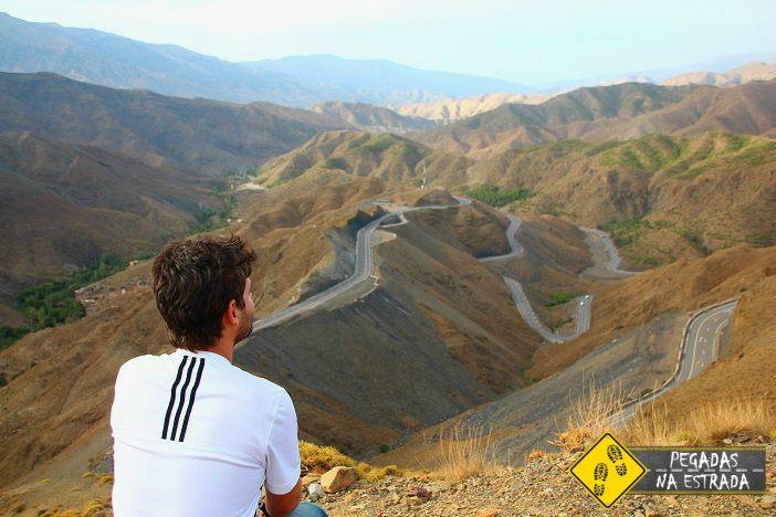 Estrada cênica nas montanhas do Alto Atlas Marrocos